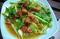 NO. SF05 คะน้าหมูกรอบ (Stir fried crispy pork in kale oyster sauce)
