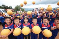 คาราวานเชฟโรเลต ส่งมอบวัน เวิลด์ ฟุตบอล และหนังสือเรียนให้ชุมชนห่างไกล