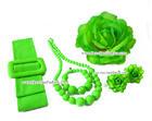 เซ็ทเครื่องประดับ สีเขียวตอง ประกอบด้วย เข็มขัดผ้า สร้อยคอ ข้อมือ ต่างหู และดอกไม้ติดผม
