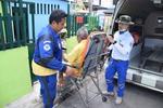 กู้ชีพเทศบาลเมืองลัดหลวงรับผู้ป่วยฉุกเฉินนำส่งโรงพยาบาล