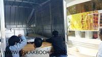 เตรียมจัดส่งตู้พระไตรปิฎก และหนังสือพระไตรปิฎก   ขึ้นรถกระบะ เพื่อนำส่งขึ้นบริษัทขนส่งเรียบร้อยแล้ว วันนี้ครับ