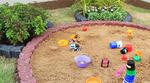 สร้างบ่อทรายด้วยขอบคันหิน  เปลี่ยนมุมเปล่าให้เป็นมุมโปรด บ่อทรายแสนสนุก