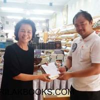 อาจารย์ จากศูนย์การเรียนรู้พิเศษประภาคารปัญญา (เด็กพิเศษ)  มาซื้อพระไตรปิฎกภาษาไทย ของ มจร 45 เล่ม 1 ชุด