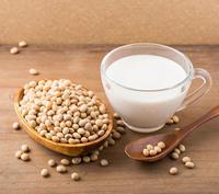 แหล่งอาหารที่แคลเซียมสูงสำหรับแม่และเด็ก
