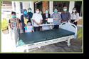 ครอบครัว พิมานแมน บริจาคเตียงผู้ป่วย พร้อมโต๊ะคร่อมเตียง แด่โรงพยาบาลนราธิวาสราชนครินทร์