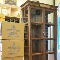 เตรียมจัดส่ง ตู้พระไตรปิฎก ไม้สักทั้งหลัง ทรงตรง    สำหรับบรรจุหนังสือพระไตรปิฎก 45 เล่ม ภาษาไทย มจร.   พร้อมทั้ง ติดป้ายชื่อ ด้านบนตู้พระไตรปิฎก