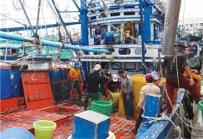 แปรรูปอาหารทะเลสมุทรสาครป่วนทั้งระบบ 700 โรงงานขาดแคลนวัตถุดิบลามฉุดส่งออก-ราคาอาหารทะเลพุ่ง