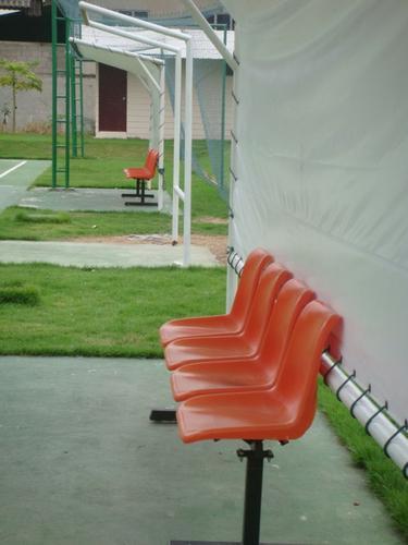 เก้าอี้นั่งข้างสนาม