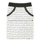 กระโปรงแฟชั่นทรงสอบ มีกระเป๋า Pocket Contain Botton Point Skirt ผ้าคอตต้อนผสมเนื้อสเปนเด็กส์ พิมพ์ลายกราฟฟิกดำ-ขาว