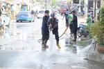 ดำเนินการฉีดละอองน้ำเพิ่มความชื้นในอากาศ รวมถึงล้างถนนและทางเท้า