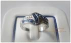 SR0013 แหวนเงินชุบทองคำขาวดีไซน์ประดับพลอยน้ำเงินแต่งเพชรCZ