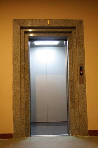 งานประตูลิฟต์