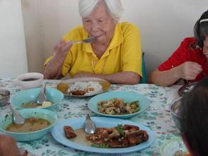 เยาวชนไทยแบ่งปันน้ำใจ ห่วงใยผู้สูงอายุ