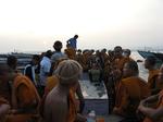 ศึกษาเชิงปฏิบัติการ พาราณสี โกสัมพี ล่องเรือศึกษาวิถีชีวิตและวัฒนธรรมริมฝั่งแม่นำ้คงคาในยามรุ่งอรุณ วันที่ ๑๗ กันยายน พ.ศ.๒๕๕๗