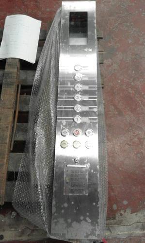 แผงปุ่มกดภายในตู้ลิฟต์