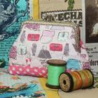 กระเป๋าปิ๊กแป๊กแบบ 2 ช่อง ใส่เหรียญและธนบัตร ผ้าลายกระเป๋าแฟชั่น โทนชมพู ใช้สำหรับถือ งาน Handmade ใช้ผ้าญี่ปุ่นทั้งใบ บุภายในด้วยใยสังเคราะห์ มีซับใน