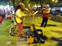 ดนตรีเปิดหมวก หรือ วณิพก  :ศิลปินข้างถนน โดย อึ้งเข่งสุง  เรื่อง-ภาพ