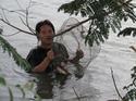 กระทุ้งปลา  วิถีชีวิตคนชายน้ำ โดยอินทรีดำ เรื่อง-ภาพ