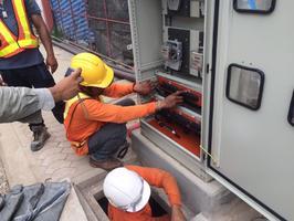 งานPEA โครงการ. พัฒนาระบบสาธรณูปโภคใต้ดินเพื่อการท่องเที่ยวในเขตเมืองอนุรักษ์ (ระยะที่4) เทศบาล จ.ลำพูนคืบหน้า90%แล้วงานประกอบตู้มิเตอร์