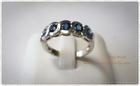 SR0014 แหวนเงินชุบทองคำขาวประดับพลอยน้ำเงิน