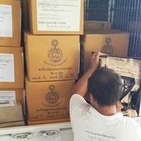 ขณะนี้ ดำเนินการจัดส่ง ตู้ และหนังสือพระไตรปิฎก ขึ้นบริษัทขนส่ง    เป็นที่เรียบร้อยแล้วครับ
